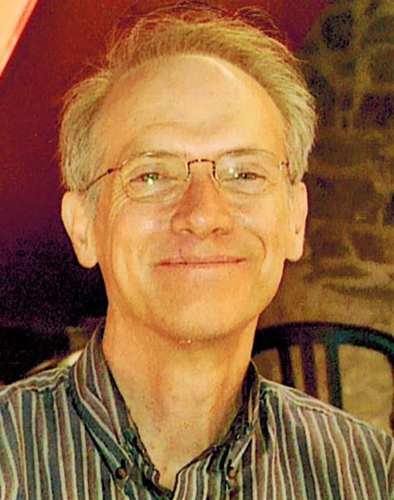 Robert 'Bob' Browning, a Los Angeles Times copy editor who worked on Pulitzer Prize-winning series, has died