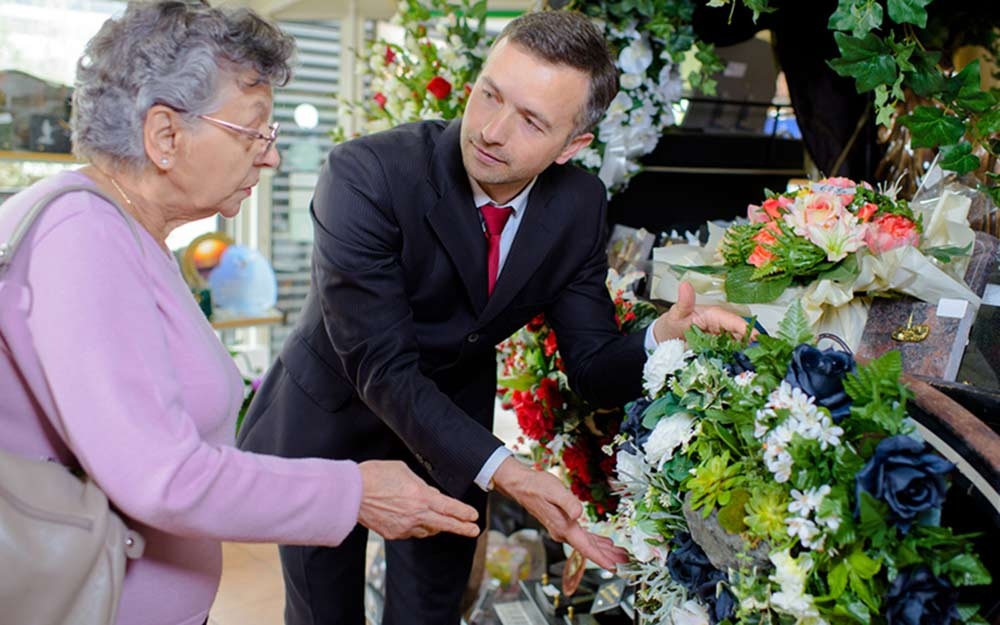 What to Bring to a Funeral or Memorial Service